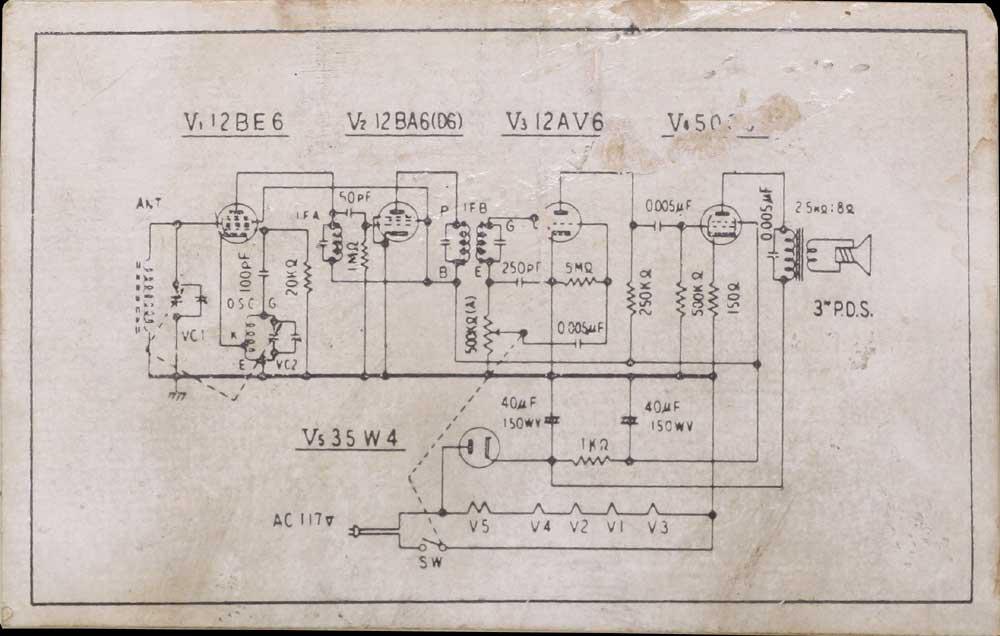 スターライト製ラジオの底面には真空管ラジオの回路図が貼ってあります