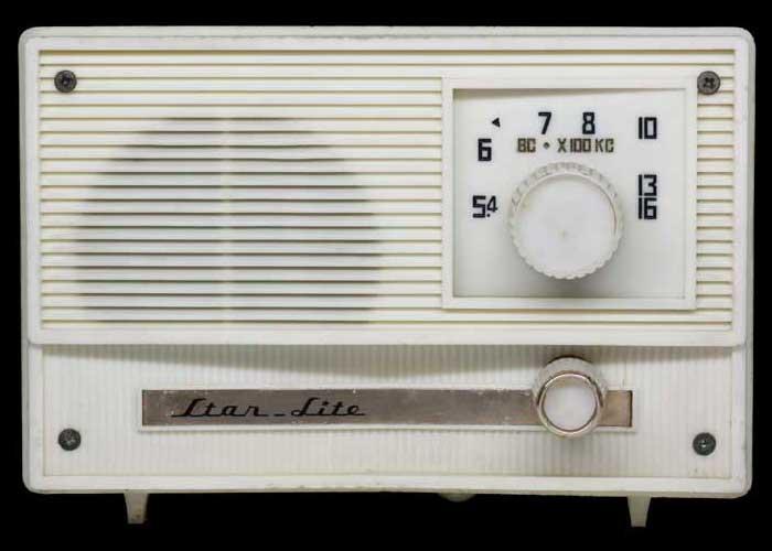 ラジオの正面